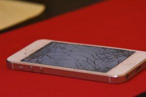 ¿Es buena idea reparar la pantalla de un móvil?